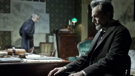 daniel day Lewis sentado en Lincoln