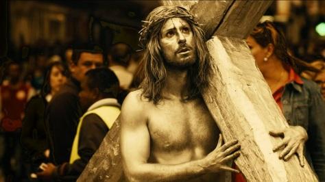 Hugo silva haciendo de Jesucristo en las brujas de zugarramurdi