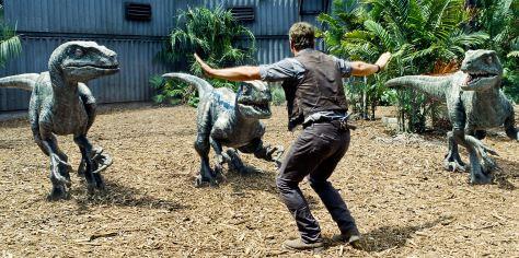 Jurassic-World-velociraptores