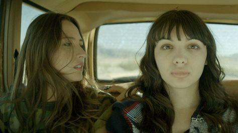 southbound-chicas-coche-carretera