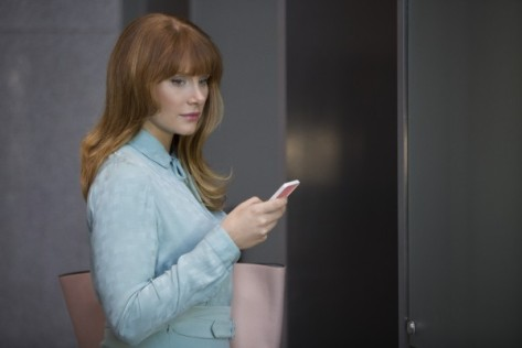 black-mirror-temporada-3-bryce-dallas-howard-caida-en-picado